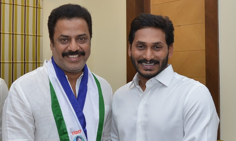 Actor Raja Ravindra  Joins in YSRCP