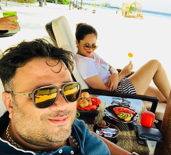 anasuya with husbend in maldivs